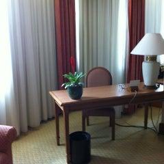 Photo taken at Menara Peninsula Hotel Jakarta by BAS 2. on 10/18/2012
