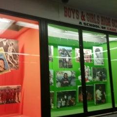 Das Foto wurde bei Boys and Girls High School von Hilly Hill am 1/30/2015 aufgenommen