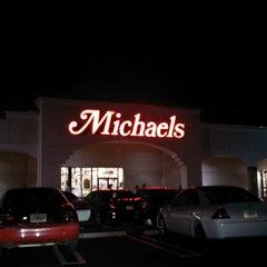 Foto tirada no(a) Michaels por Roberto A. em 2/16/2013