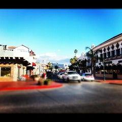 Photo taken at Calle Primera by Hector Barrientos Z. on 10/22/2012