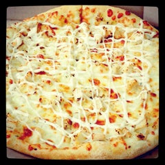 Photo taken at Domino's Pizza دومينوز بيتزا by Rahul B. on 8/16/2015
