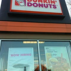 Photo taken at Dunkin' Donuts by Rosa P. on 3/17/2013