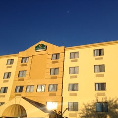 Photo taken at La Quinta Inn & Suites Baltimore BWI Airport by Cristine P. on 10/12/2012