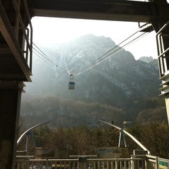 Photo taken at 설악케이블카 / Sorak Cable Car by Junghun H. on 1/11/2013