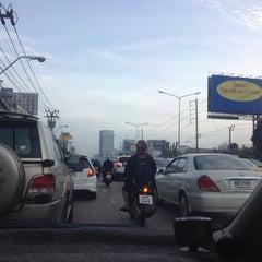 Photo taken at แยกพัฒนาการ (Phatthanakan Intersection) by Gingyama P. on 8/13/2015