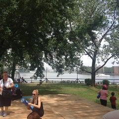 Das Foto wurde bei Socrates Sculpture Park von Melissa G. am 7/13/2013 aufgenommen