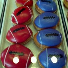 Photo taken at Krispy Kreme Doughnuts by Jamie P. on 2/3/2013