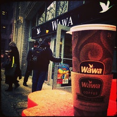 Photo taken at Wawa Food Market #86 by Matt M. on 3/21/2013