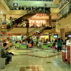 Photo taken at Mall Arauco Chillán by Guillermo J. on 4/18/2013