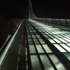 Photo taken at Sundial Bridge at Turtle Bay Exploration Park by Fidz on 11/9/2012