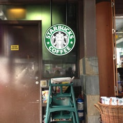 Photo taken at Starbucks by Hideki K. on 10/20/2012