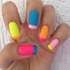 Photo taken at Luciana Manicure - Unhas Decoradas by Belle S. on 5/21/2015