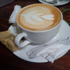Photo taken at Kedai Kopi Espresso Bar by Kambing H. on 12/22/2012