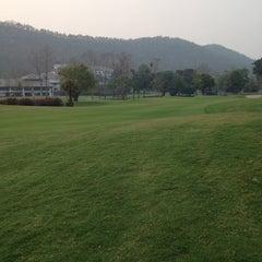 Photo taken at Alpine Golf Resort Chiang Mai (อัลไพน์กอล์ฟรีสอร์ทเชียงใหม่) by Max K. on 3/21/2014