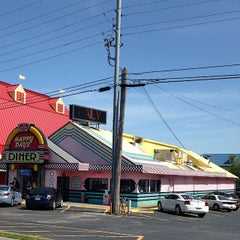 Photo taken at Happy Days Diner by Cindy R. on 5/1/2014