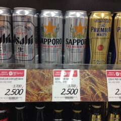 Photo taken at 롯데마트 (LOTTE Mart) by Kenji S. on 9/27/2014