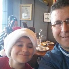Photo taken at Cracker Barrel Old Country Store by Michael B. on 12/14/2013