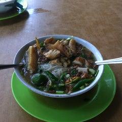 Photo taken at Kedai Sup Pak Dollah by Es R. on 9/10/2014