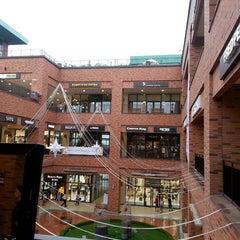 Photo taken at 롯데프리미엄아울렛 (LOTTE Premium Outlets) by Ji Hye S. on 7/28/2013