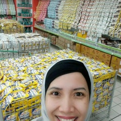 Photo taken at Giant Hypermarket by Diah P. on 9/23/2015