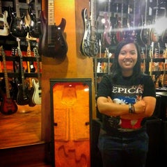 Photo taken at Tiga Negeri Music House by Herdina K. on 9/26/2014