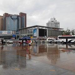 Photo taken at 成都站 Chengdu Railway Station by Chi To Rachel L. on 7/24/2014