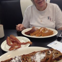 Photo taken at Plantation Diner by Richard F. on 1/21/2015