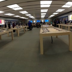 Photo taken at Apple Store, Carrefour Laval by Simon d. on 3/13/2013