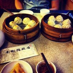 Photo taken at 南翔馒头店 | Nanxiang Steamed Bun Restaurant by KC L. on 4/13/2013