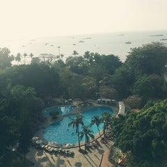 Photo taken at The Montien Hotel Pattaya (โรงแรมมณเฑียร พัทยา) by lovely S. on 2/14/2015