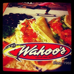 Photo taken at Wahoo's Fish Taco by Omar J. on 10/11/2012