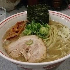 Photo taken at 麺屋白頭鷲 by Ryuichi K. on 2/1/2014