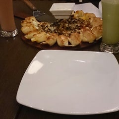 Photo taken at Pizza Hut by Titis A. on 6/21/2014