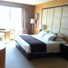 Photo taken at Shangri-La Hotel by 🇬🇧Assim 🇬🇧 on 11/20/2012