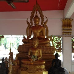 Photo taken at วัดรังสิต by 'Tai-tai B. on 11/28/2012