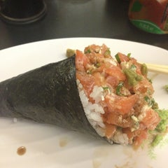 Photo taken at Hand Roll Temakeria by Adriana P. on 9/8/2013