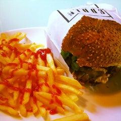 Photo taken at Eddie Fine Burgers by Ricardo D. on 9/26/2012