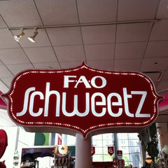 Photo taken at FAO Schwarz by Erndog on 5/21/2013