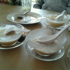Photo taken at Sri Wangsa Seafood by Zuerayza Z. on 9/25/2012