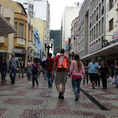 Photo taken at Calçadão da Rua Halfeld by Mario L. on 3/30/2013
