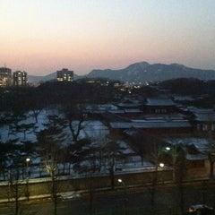 Photo taken at 서울대학교 치과대학 by 정민 홍. on 1/8/2013