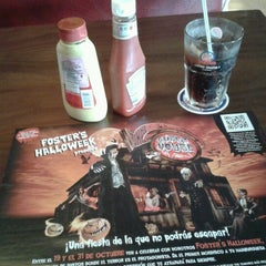 Photo taken at Foster's Hollywood by Violeta J. on 10/25/2012