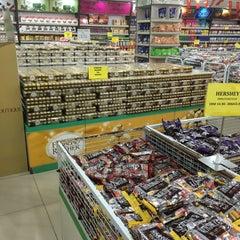 Photo taken at HIG Chocolate Shop by Farhanah Aqilah on 3/15/2016
