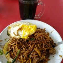 Photo taken at Restoran Sri Mariana by Terry Solle Sudar^KЯB™ on 9/16/2012
