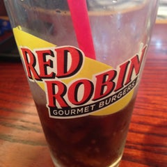 Photo taken at Red Robin Gourmet Burgers by Carlos L. on 10/12/2012