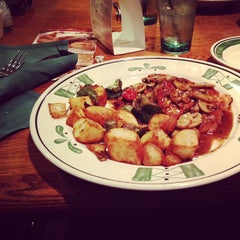 Photo taken at Olive Garden by Murry I. on 1/16/2013