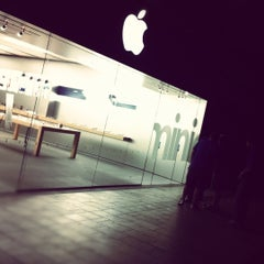 Photo taken at Apple Store, Oxmoor by Brady H. on 11/2/2012