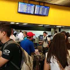 Photo taken at Check-in Azul by Renan E. on 12/22/2012