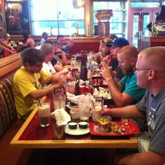 Photo taken at Red Robin Gourmet Burgers by Eli V. on 7/22/2013