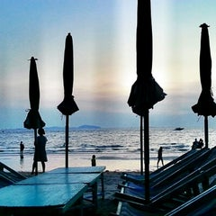 Photo taken at หาดบางแสน (Bang Saen Beach) by EFs O. on 11/10/2012